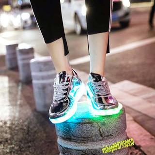 Giày phát sáng màu bạc bóng phát sáng 7 màu 8 chế độ đèn led cực đẹp (có video) mã SY77 RCMD
