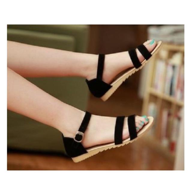 Giày sandal 2 quai ngang đen đơn giản
