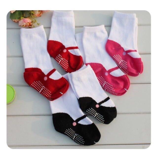 Tất cho bé chống trượt hình đôi giày - 2635727 , 642044511 , 322_642044511 , 20000 , Tat-cho-be-chong-truot-hinh-doi-giay-322_642044511 , shopee.vn , Tất cho bé chống trượt hình đôi giày