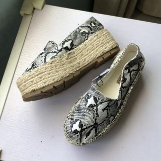 [SẴN] giày slipon họa tiết rắn Bershka đế cói cao 6cm xuất khẩu 2020 (hình thật) thumbnail