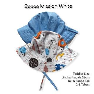 Mũ bucket màu trắng họa tiết không gian cho bé