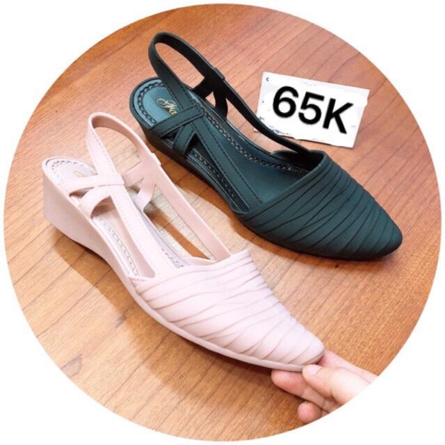 Giày nhựa đi mưa thời trang