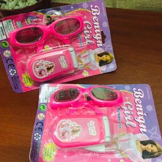 Vĩ đồ chơi ĐIỆN THOẠI và MẮT KÍNH THỜI TRANG Benign Girl dùng Pin