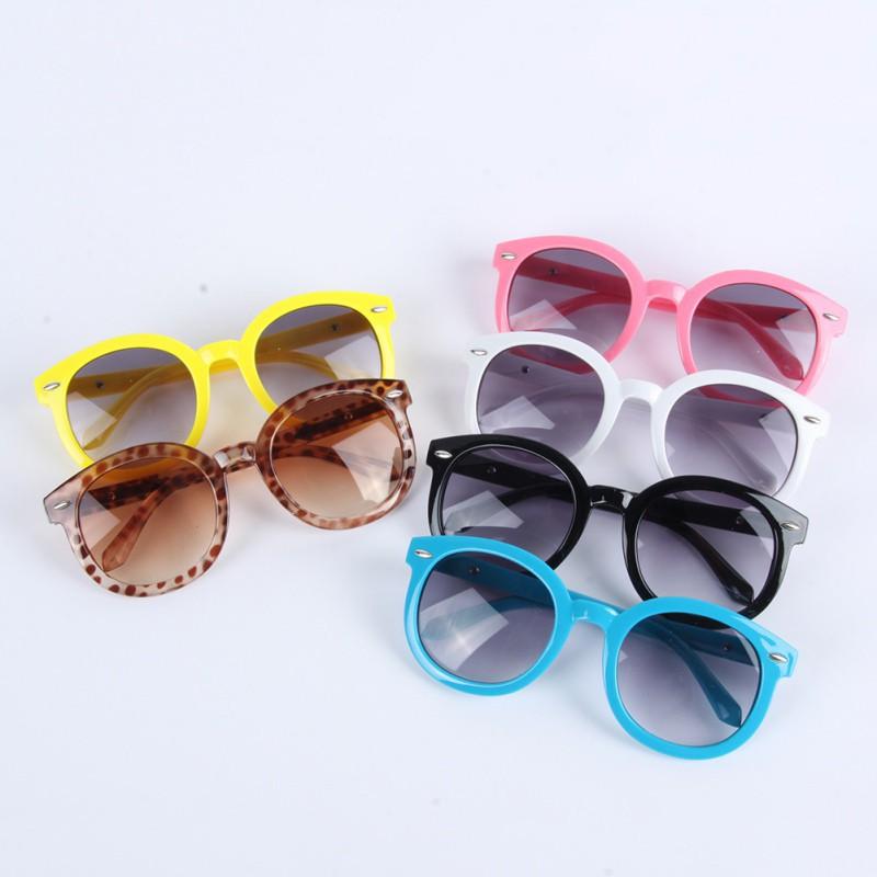 Kính mát bảo vệ mắt khỏi tia UV cho bé