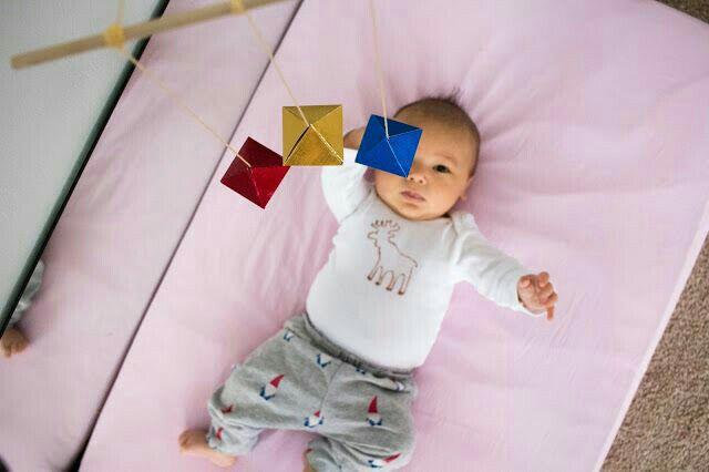Bộ chuyển đông bát diện cho trẻ 6 tuần tuổi