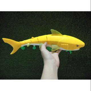 Cá đèn quẩy đuôi có pin (video minh họa)