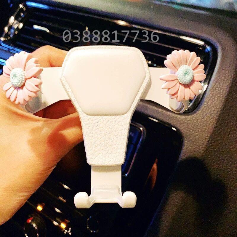 Gía đỡ điện thoại trọng lực cài cửa gió ô tô gắn hoa cúc G Dragon thời trang