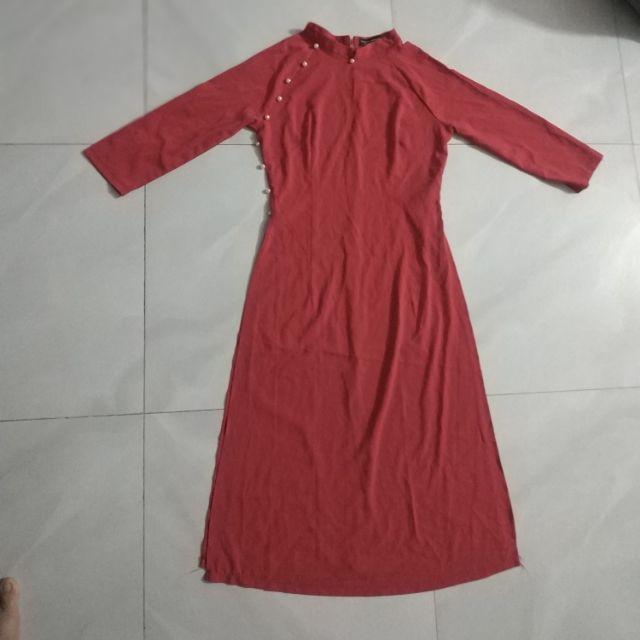 Thanh lý áo dài màu đỏ đính hạt đã sử dụng