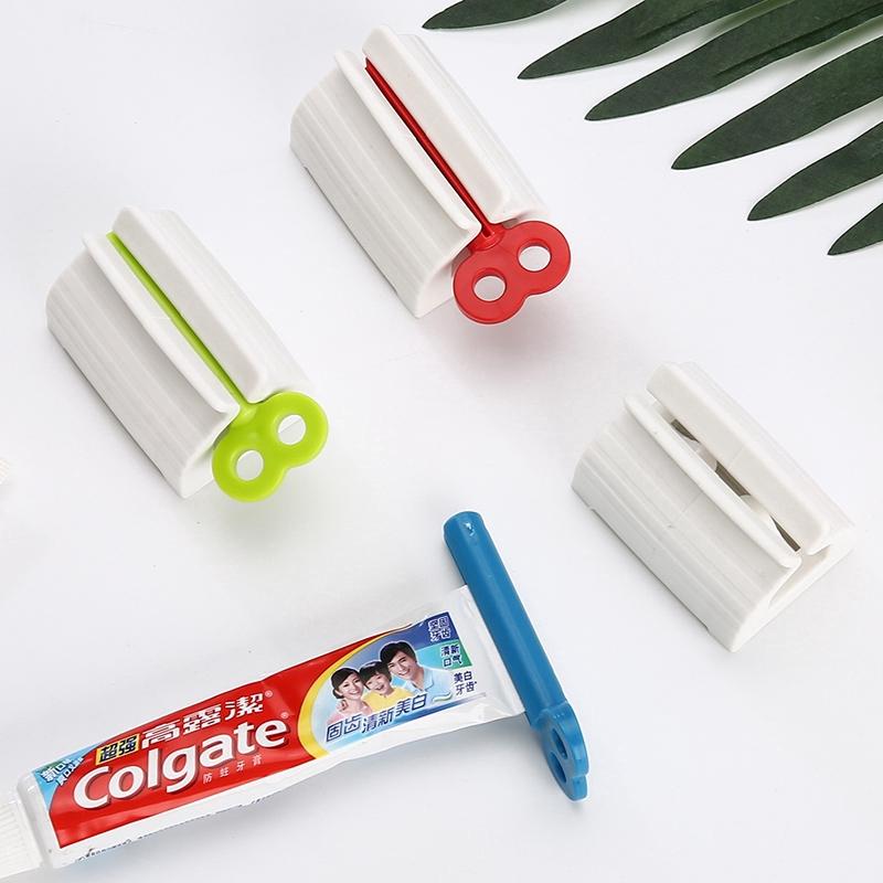 Dụng cụ nặn tuýp kem đánh răng làm bằng nhựa