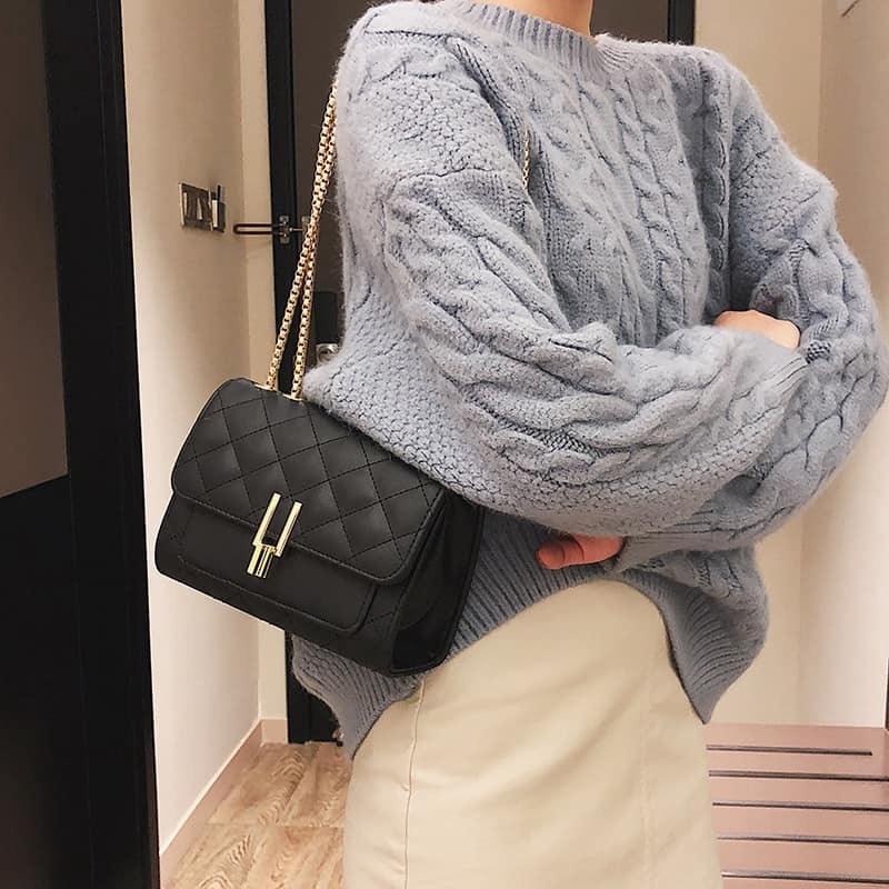 [Mã SKAMCLU7 giảm 10% tối đa 50K đơn 0Đ] Túi đeo chéo nữ trần trám bút chì BH 417