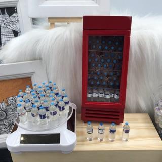 Set 3 chai nước suối mini trang trí nhà búp bê. Mô hình chai nước suối.