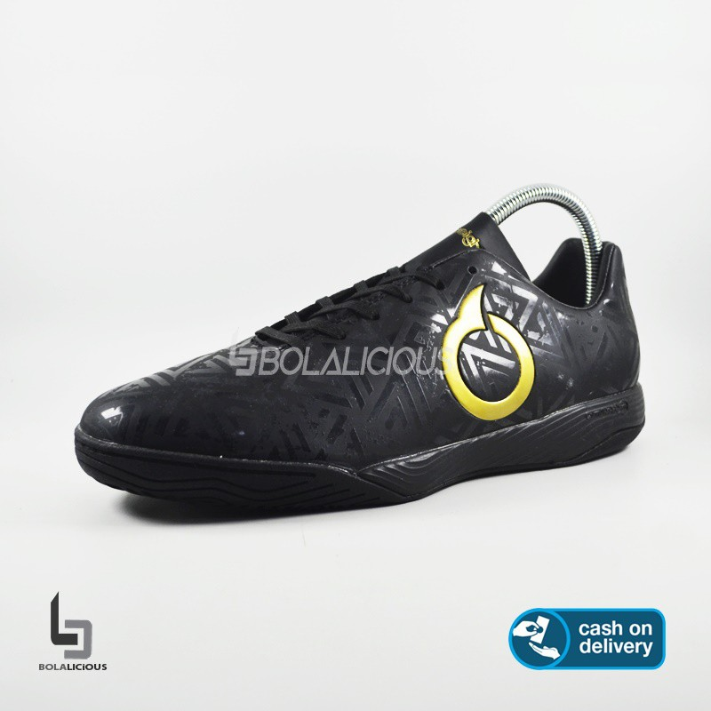 Giày Thể Thao Nam Màu Đen Năng Động