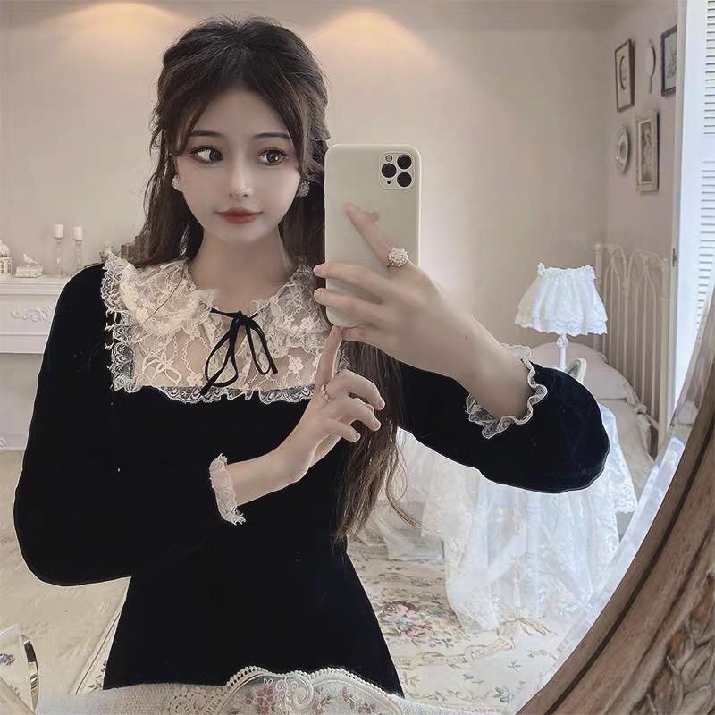 Mặc gì đẹp: Sang chảnh với Đầm dự tiệc tay dài màu đen cổ sen tiểu thư, phối ren siêu yêu tại Thời trang VADA - V12