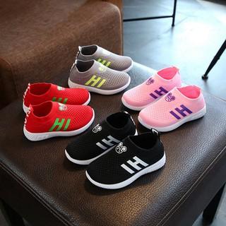 Giày thể thao chống trượt in họa tiết hoạt hình cho bé
