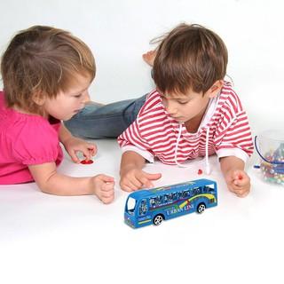 Mô hình xe đua đồ chơi bằng nhựa dành cho các bé