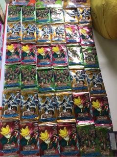 Vỉ bài Yugioh gồm 36 gói, mỗi gói 8 thẻ bài
