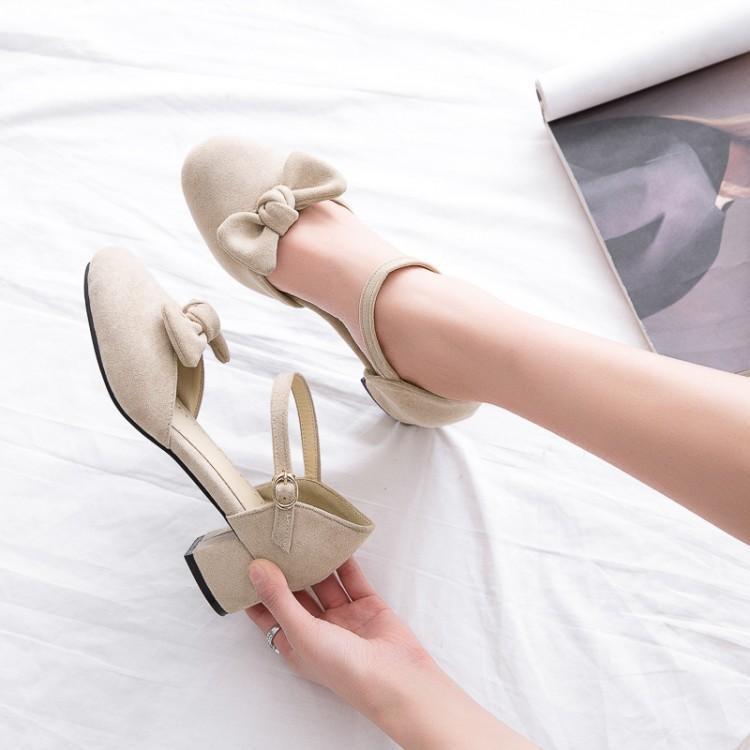 ฤดูร้อนกับหญิงรองเท้าแตะรองเท้าส้นสูงขนาดเล็กหนากับรองเท้าขนาดใหญ่รองเท้าเป่าโถว