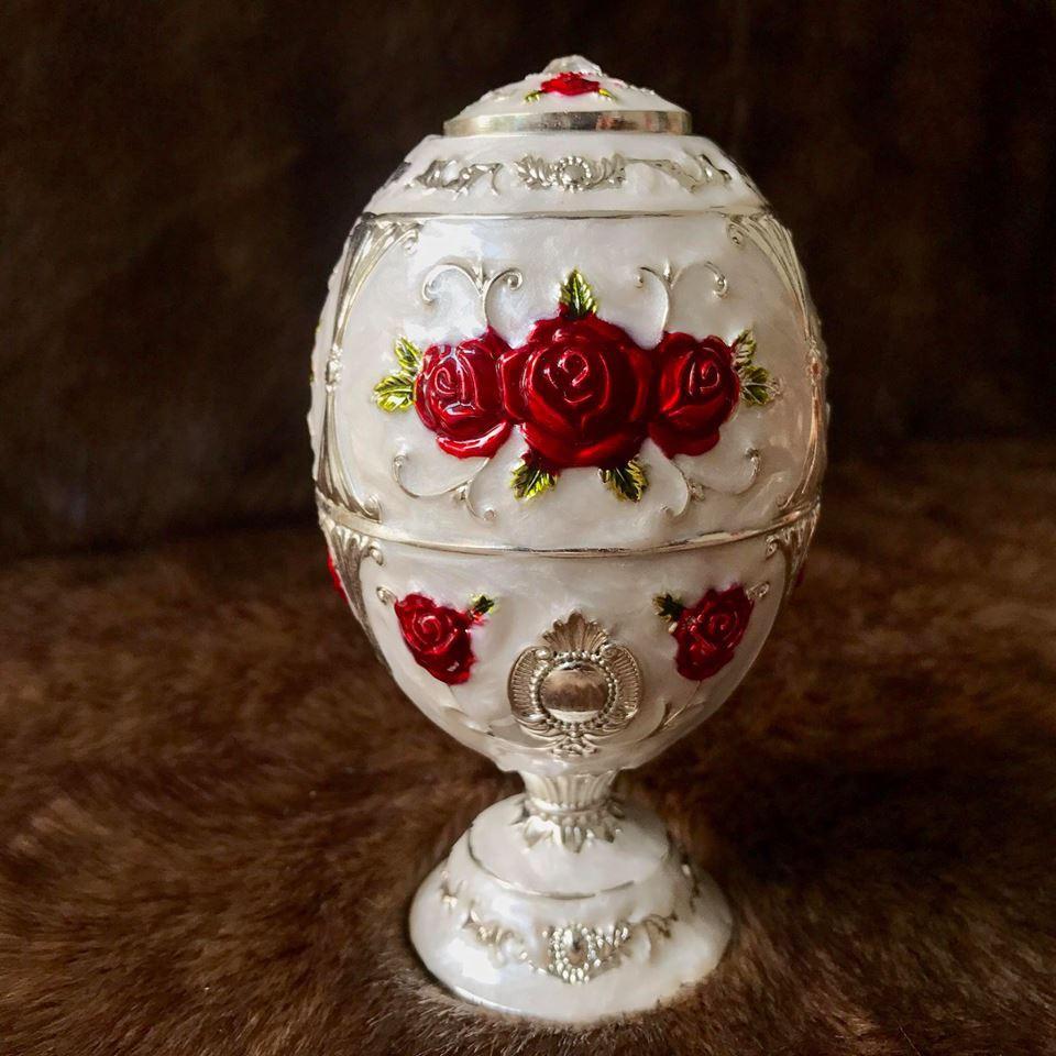 Trứng đựng tăm bông đỏ hợp kim mạ bạc Hoàng Gia Thái Lan chân cao