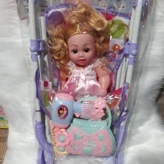 Xe đẩy búp bê cao cấp kèm đồ làm tóc cho bé.
