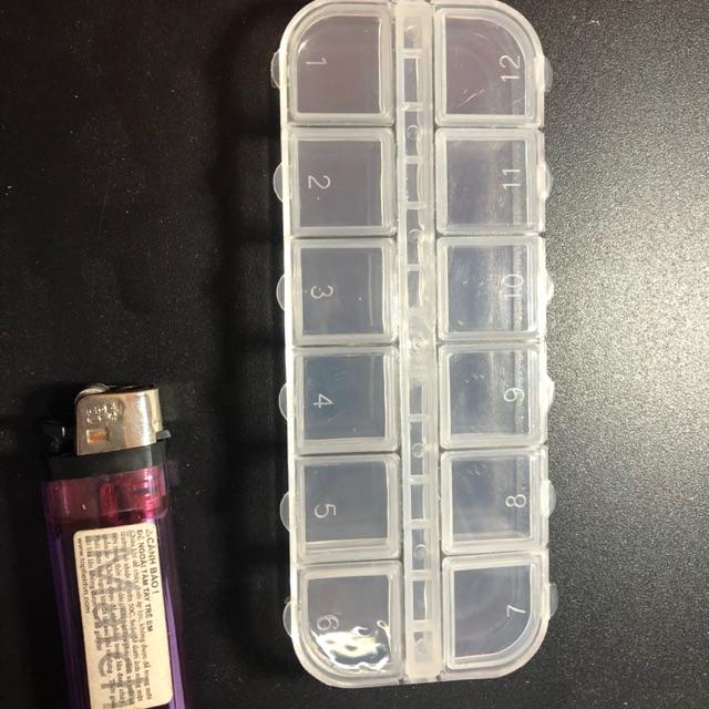 Hộp nhựa 12 ô ( loại nhỏ nhất )