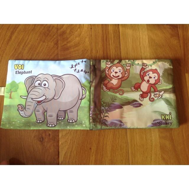 Sách vải chủ đề động vật ăn cỏ cho bé trên 2 tháng