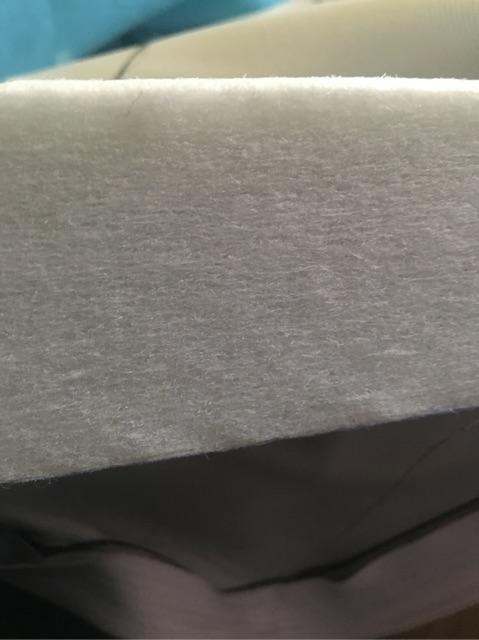 Đệm bông ép có vỏ bọc vải gấm dày dặn