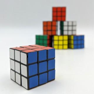Đồ chơi phát triển trí não – Rubik