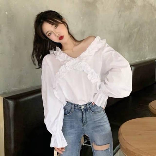 เสื้อแขนยาวสีขาวคอกว้าง เกาหลี