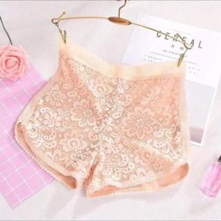 quần đùi mặc váy ren hoa cúc 2 lớp sang chảnh
