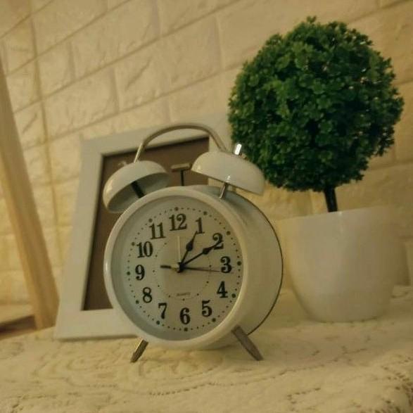 Đồng hồ báo thức kiểu dáng cổ điển (tặng kèm pin)