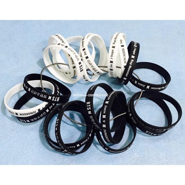Vòng tay BTS 1 đen và 1 trắng