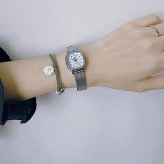 Đồng hồ nữ JIS mặt vuông cá tính, dây thép nhuyễn không gỉ - Đồng hồ thời trang chính hãng
