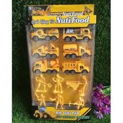 (Quà Trung thu) Bộ đồ chơi 6 xe ô tô công trình, 6 mô hình người Nutifood
