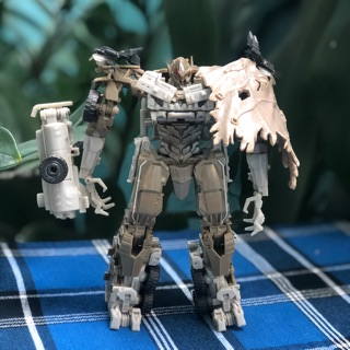 Mô hình Transformers Dark of the Moon Voyager Megatron 2nd