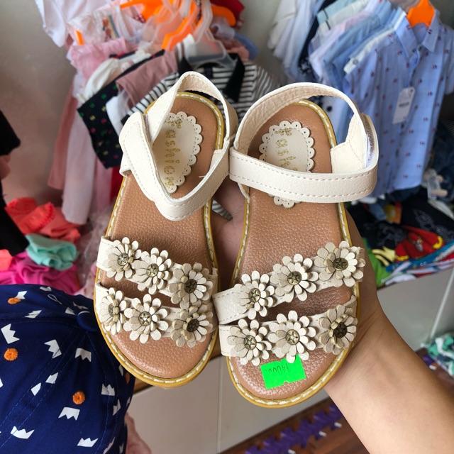 Sandal hoa bé gái