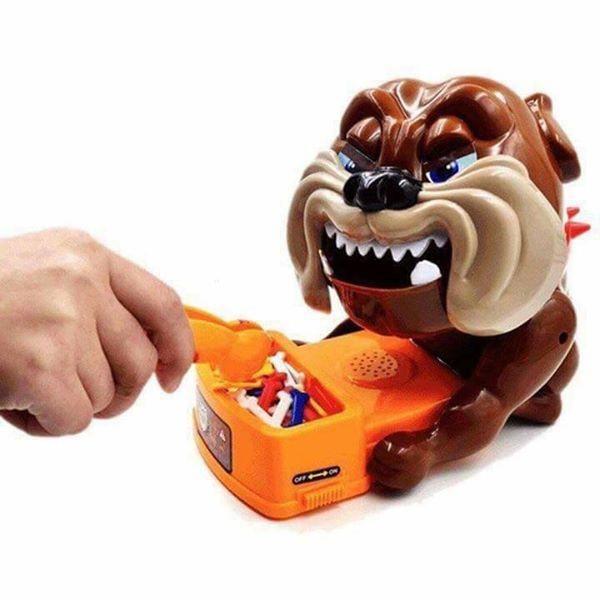 Đồ chơi (loại to) chó Bull giữ xương tặng kèm vít nắp pin xương và lá bài