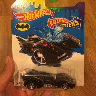 Xe mô hình Hotwheels đổi màu Batman Batmobile.