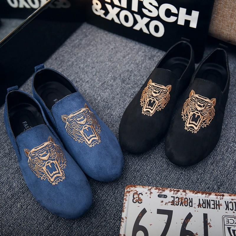 【จัดส่งฟรี】มผู้ชายรองเท้าผู้ชายคนอย่างรวดเร็วคนสีแดงภาษาอังกฤษเหยียบขี้เกียจหนึ่ง
