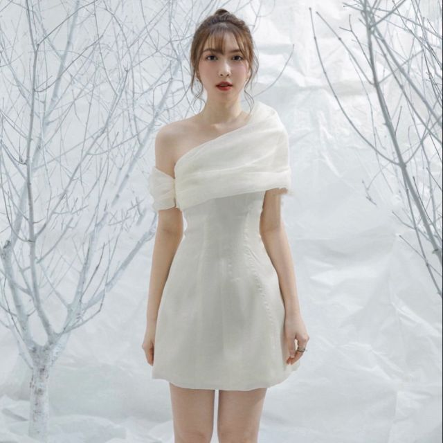 Mặc gì đẹp: Sang chảnh với Đầm dự tiệc trắng lệch vai phồng xốp Even Dress [KÈM ẢNH THẬT]