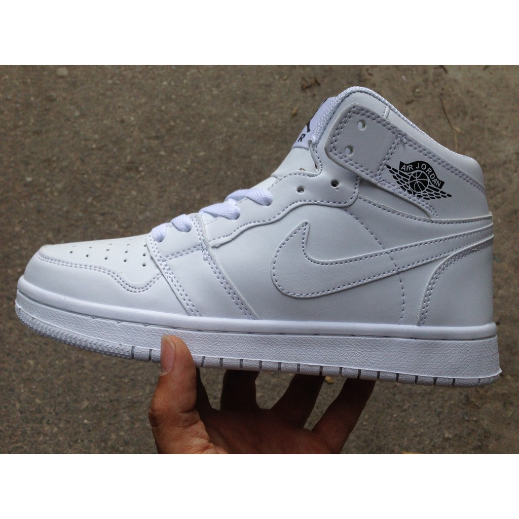 Combo 5 đôi giày Jordan 1 trắng 43 + Ultra đen trắng 39 + 40 + Stansmith ngọc trai 37 + Huarache đỏ
