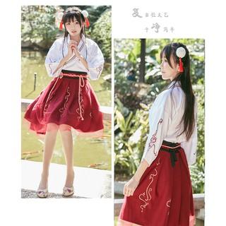 Hán phục hóa trang thành cô gái Trung Hoa