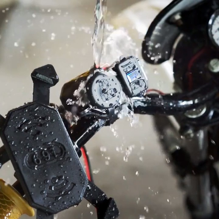 Sạc điện thoại gắn xe máy 3 trong 1 sạc nhanh 2.1A có lỗ tẩu và màn hình hiển thị điện áp chống nước