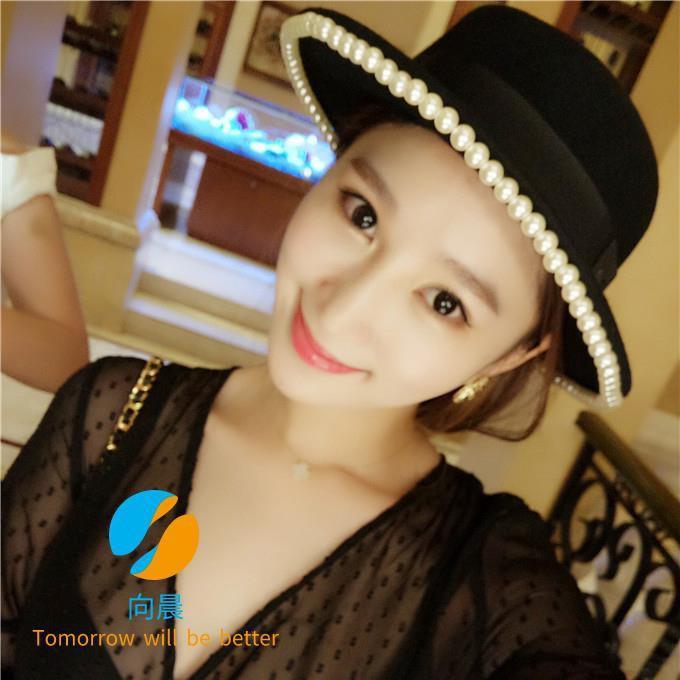 Korean version of autumn and winter woolen hat pearl flat top hat beaded loose visor Korean version of the outdoor flat