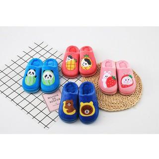 Dép bông cho bé mang trong nhà có 4 màu để lựa chọn cho bé trai hoặc bé gái