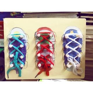Kỹ năng bé tập buộc dây giày
