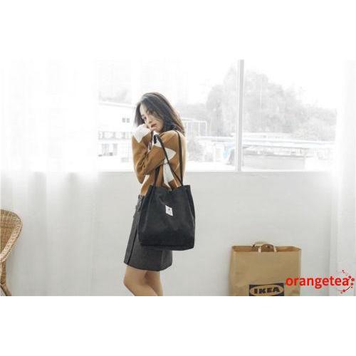 Túi đeo vai làm bằng vải canvas có nút cài nam châm
