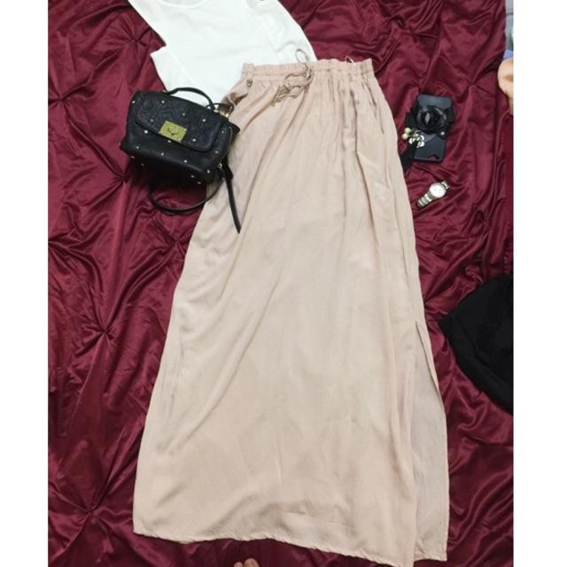 1238542822 - Set áo ba lỗ trắng + chân váy new look auth