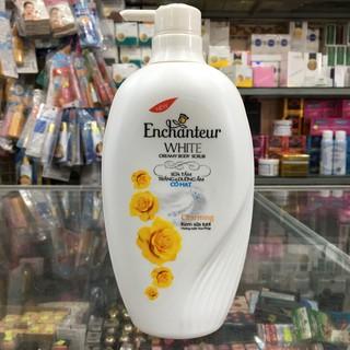 Sữa tắm trắng và dưỡng ẩm có hạt Enchanteur Charming 650g