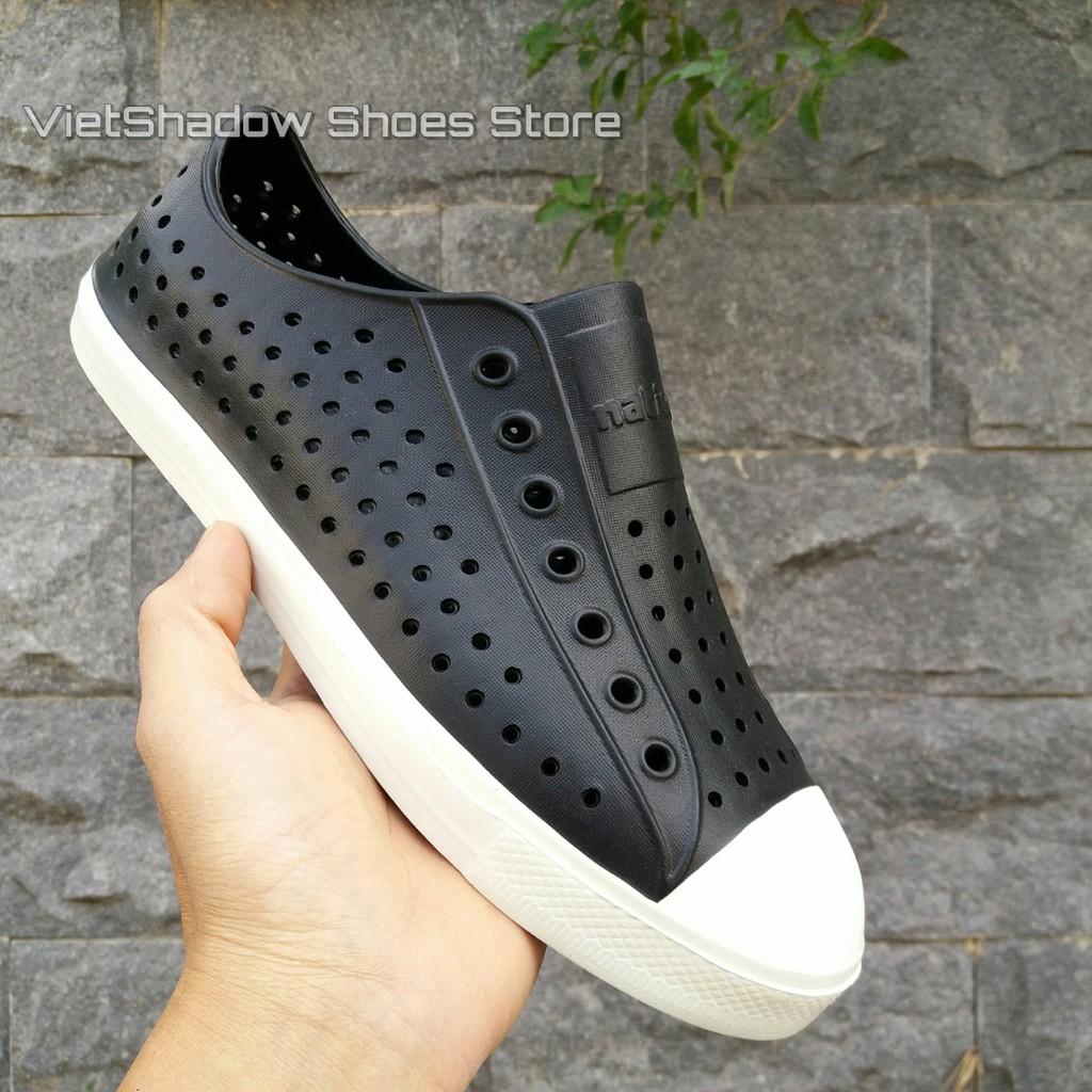 Giày nhựa đi mưa - Chất liệu nhựa xốp siêu nhẹ, không thấm nước - Màu đen viền trắng