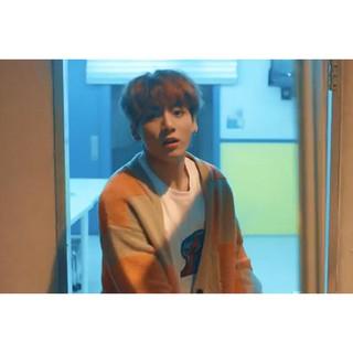 [BTS] ẢNH THẬT ÁO KHOÁC CADIGAN LEN JUNGKOOK SPRING DAY MV